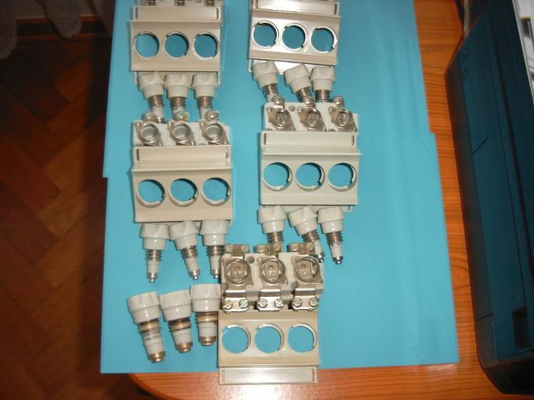 Biete 4 Stck.Si-Sockel D01 3x380V. 16A. 1x D02 Si-Sockel 3x380V.50A.inkl. Schraubkappen & Sicherungen: - Mönchberg