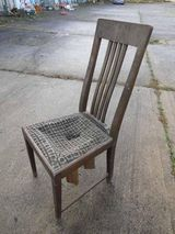 Antiker Holzstuhl aus Eiche massiv / Stuhl aus der Zeit um 1920 zum Restaurieren