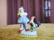Antike Porzellanfigur Mädchen mit Kücken und Hahn um 1920 – 1930 / Figur Deko