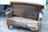 Gründerzeit Couch in Nussbaum / Sofa mit Holzgestell zum Restaurieren