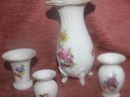 Vier Weimarer Porzellan Vasen mit Goldrand und Blumendeko - Bad Belzig