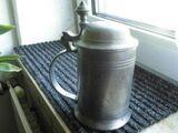 Schwere Bierkrüge Deckel Zinn Kupfer Stahl Alt Relief