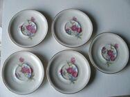5 Porzellan Teller Untertassen 11,8 cm  elfenbeinfarben  Blumen Gold Retro Vintage zus. 3,- - Flensburg