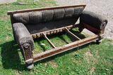 Gründerzeit Sofa in Nussbaum / Couch mit Holzgestell zum Restaurieren