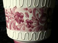 Blumenumtopf, dekorativ mit Verzierung und Blütenmotiven - Niederfischbach